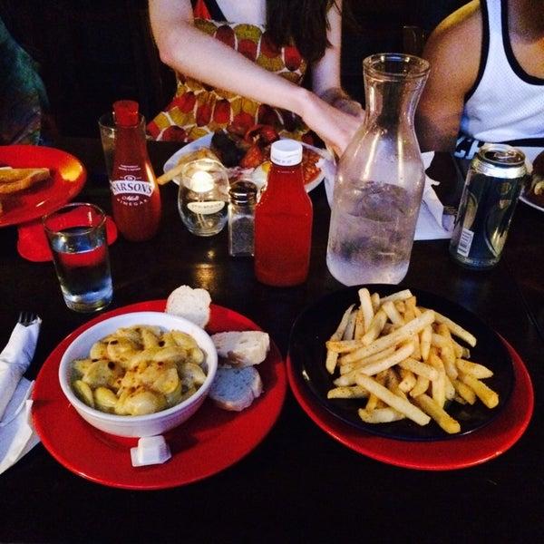7/28/2014にTina L.がThe Grafton Irish Pub & Grillで撮った写真