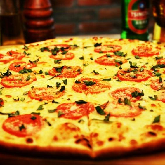 2/20/2015 tarihinde BistreBistroziyaretçi tarafından Flippin' Pizza'de çekilen fotoğraf