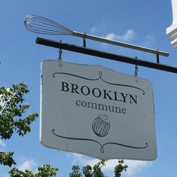 Foto tirada no(a) Brooklyn Commune por Nate F. em 6/29/2016