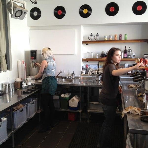 Das Foto wurde bei Elite Audio Coffee Bar von Nate F. am 2/15/2013 aufgenommen