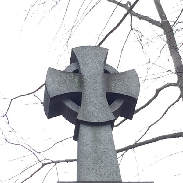 Foto tomada en Green-Wood Cemetery por Nate F. el 2/25/2017