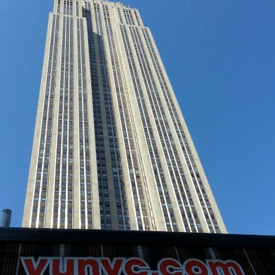 Foto diambil di VU Bar NYC oleh Jean-Philippe R. pada 6/14/2013