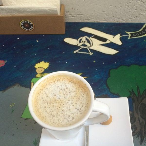 Foto tirada no(a) Cotta Coffee por Elzem Nur K. em 9/21/2016