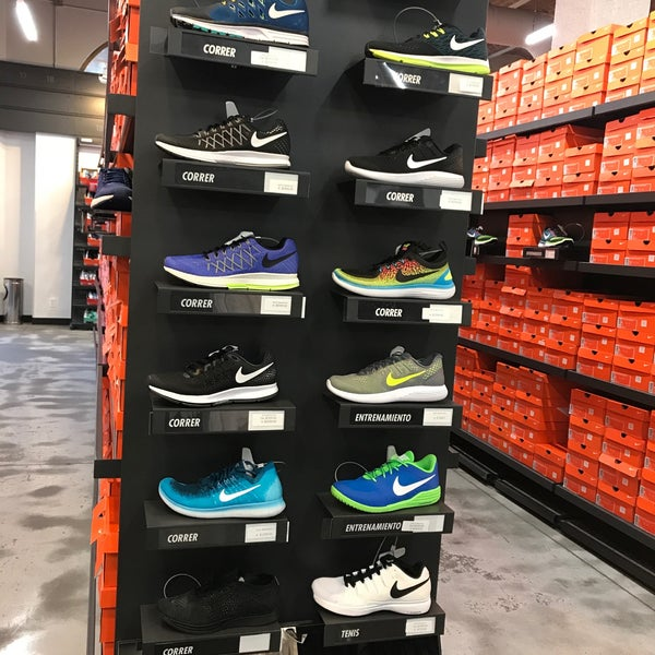 Nominal Humedal lineal  Photos at Nike Factory Store - Monterrey, Nuevo León