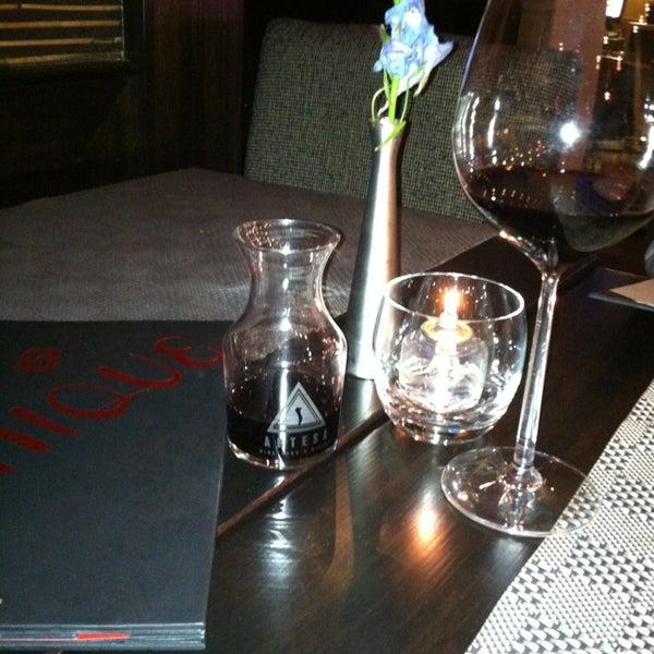 รูปภาพถ่ายที่ Unique Restaurant โดย Fiorella R. เมื่อ 3/2/2013