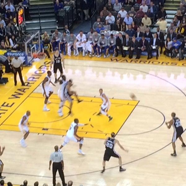รูปภาพถ่ายที่ Oakland Arena โดย Chee Ming J. เมื่อ 11/12/2014
