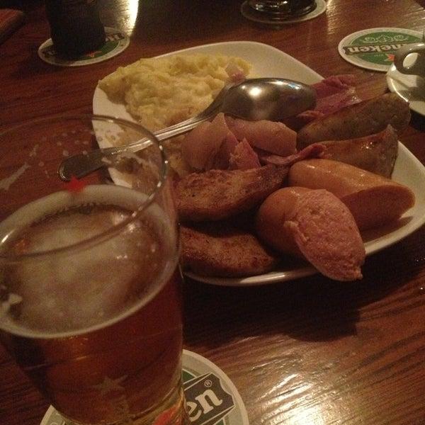 Foto tomada en Die Stube German Bar & Resto por Saki N. el 2/9/2013