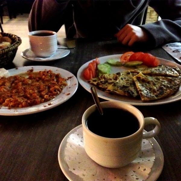 Foto tomada en Dudu Cafe Restaurant por Ferit B. el 2/19/2013