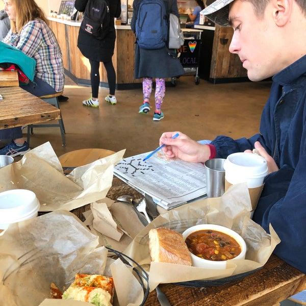 11/9/2019 tarihinde Sam S.ziyaretçi tarafından Pleasant Pops Farmhouse Market & Cafe'de çekilen fotoğraf