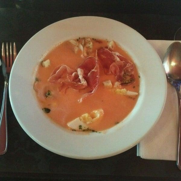 Foto tomada en Restaurante Almodovar por Lia G. el 12/20/2013
