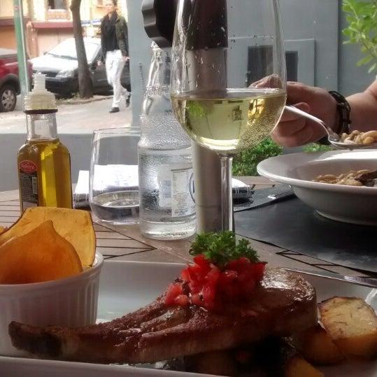 รูปภาพถ่ายที่ Restaurante Almodovar โดย Lia G. เมื่อ 5/9/2014
