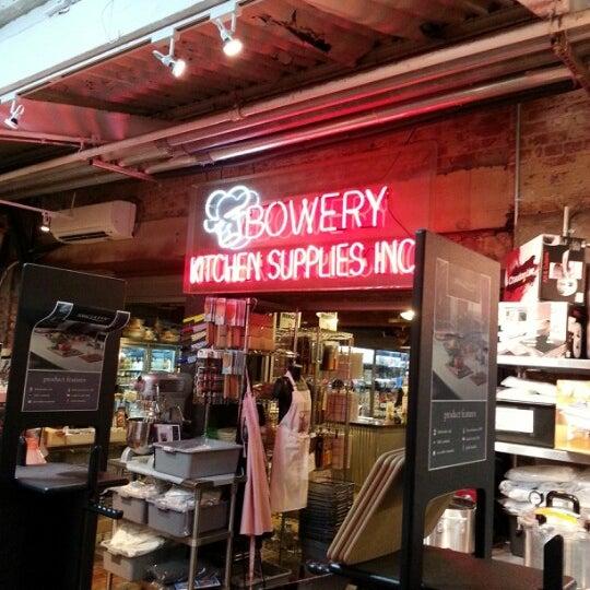 Das Foto wurde bei Bowery Kitchen Supplies von Michael Lewis L. am 2/12/2013 aufgenommen