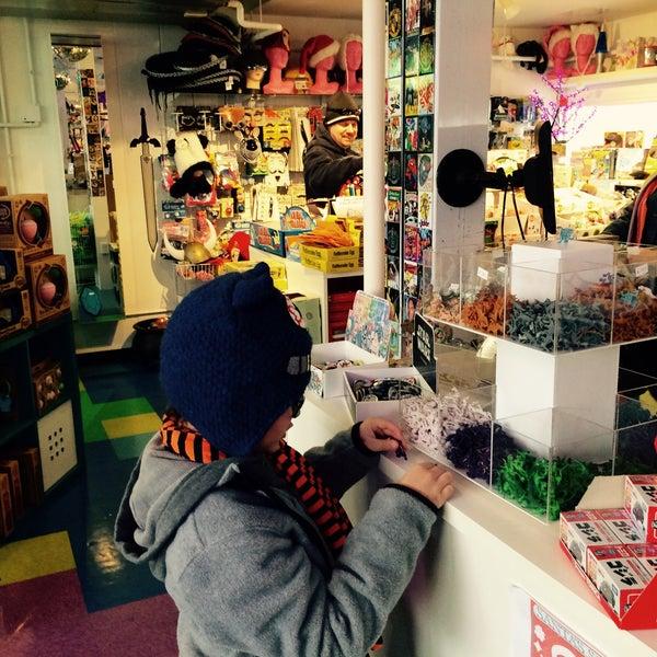Photo prise au Kappa Toys par Melissa S. le12/30/2014
