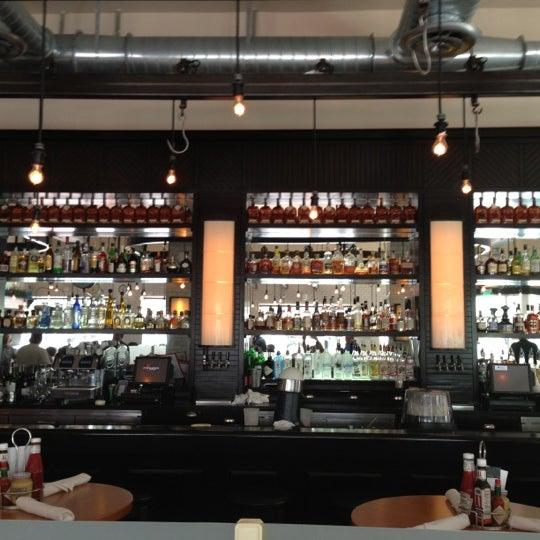 Das Foto wurde bei 5 Napkin Grill von Paul S. am 10/6/2012 aufgenommen