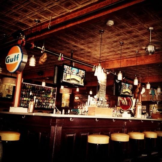 10/5/2012 tarihinde Scottyziyaretçi tarafından Local 149'de çekilen fotoğraf