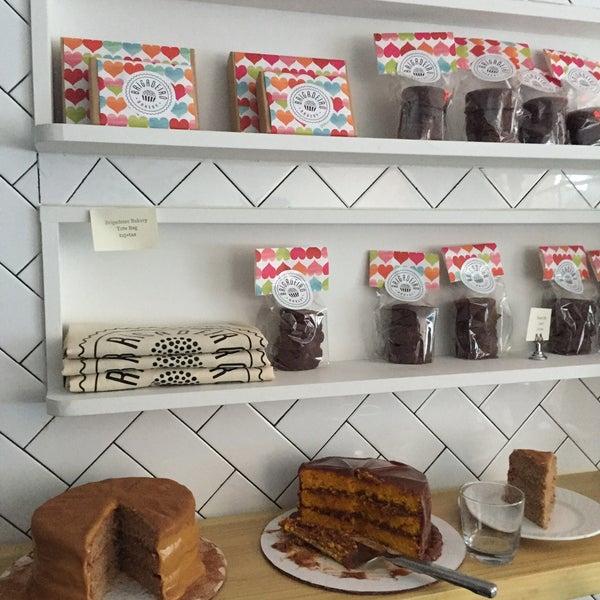 รูปภาพถ่ายที่ Brigadeiro Bakery โดย Helena Z. เมื่อ 2/19/2015