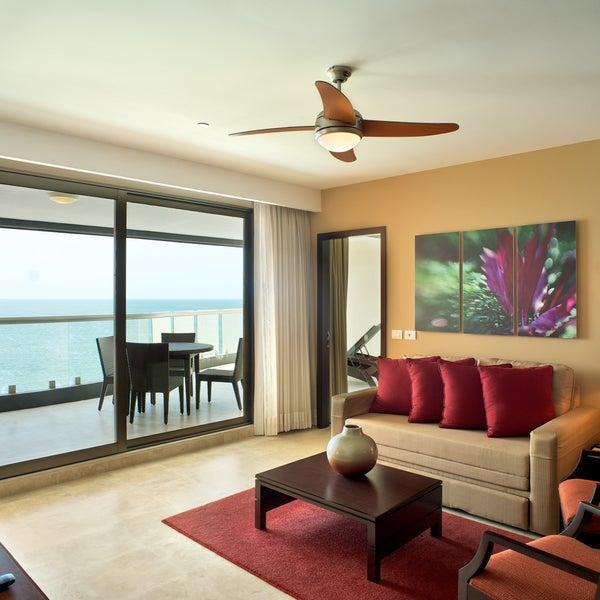 Foto tomada en Sunset Plaza Beach Resort & Spa por Sunset Plaza Beach Resort & Spa el 12/2/2013