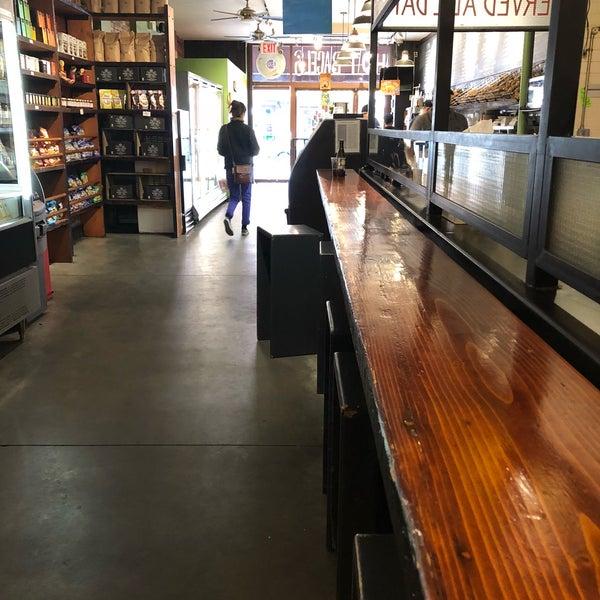 4/9/2018 tarihinde Sean R.ziyaretçi tarafından Tompkins Square Bagels'de çekilen fotoğraf