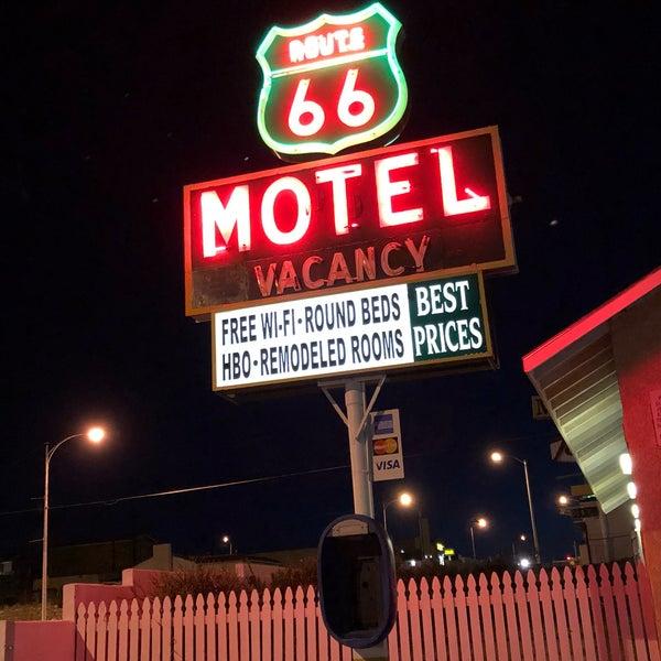 Foto diambil di Route 66 Motel oleh Arune A. pada 3/25/2018