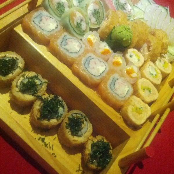 Foto tirada no(a) Himitsu Culinária Japonesa por Celso C. em 10/29/2013