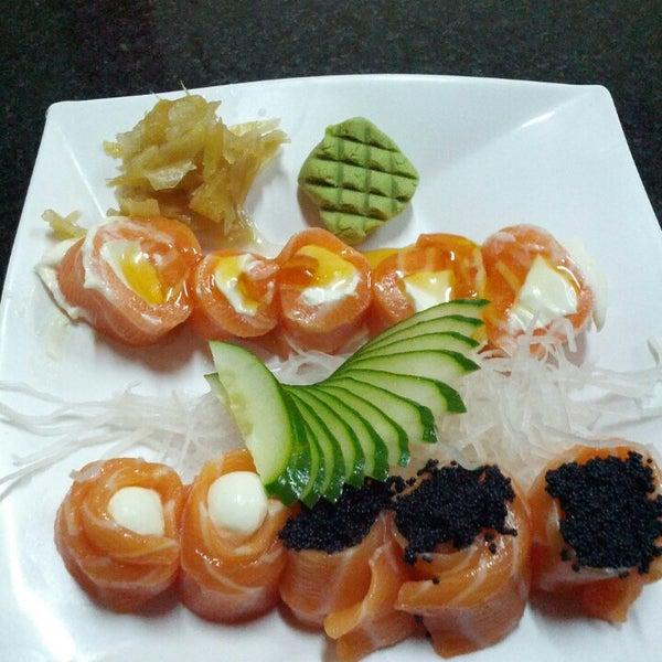 Foto tirada no(a) Himitsu Culinária Japonesa por Celso C. em 3/1/2013