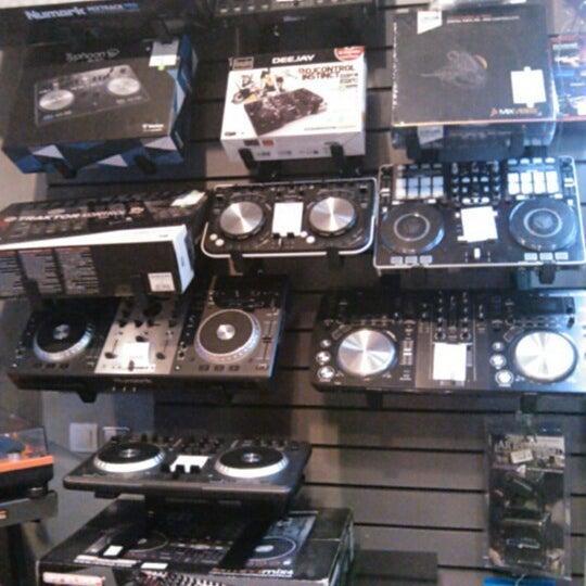 2/23/2013에 Марго К.님이 Baza Record Shop에서 찍은 사진