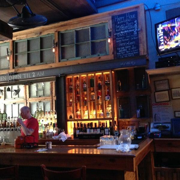 7/8/2013 tarihinde Philip H.ziyaretçi tarafından Two Door Tavern'de çekilen fotoğraf