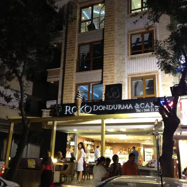 9/2/2013 tarihinde Bilsin Ö.ziyaretçi tarafından Roko Dondurma & Kahve'de çekilen fotoğraf
