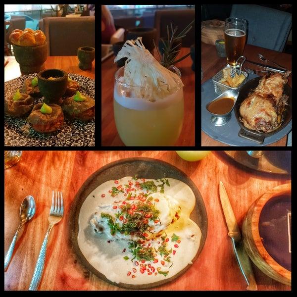 Este restaurante está en mi top5 de Puebla, las entradas y guarniciones exquisitas, el chamorro estuvo en su punto y el mejor chile en nogada(temporada) de mi vida. Precios altos, servicio top, vayan!
