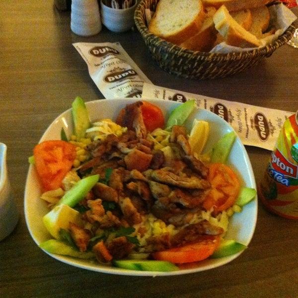 Foto tomada en Dudu Cafe Restaurant por Melek T. el 2/15/2013