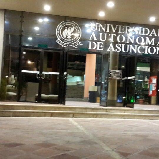 Снимок сделан в Universidad Autónoma de Asunción пользователем Javier C. 7/5/2013