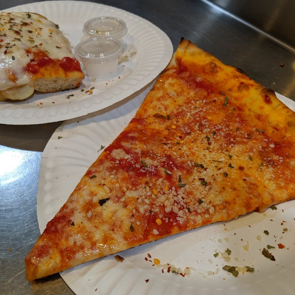 Foto scattata a Joe's Pizza da Ryan il 6/1/2019