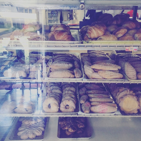 Снимок сделан в La Mexicana Bakery пользователем Maggie C P. 7/16/2016