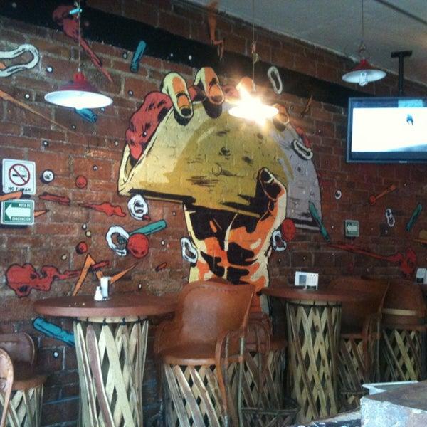 Снимок сделан в Tacos Gus пользователем Josue C. 1/19/2013