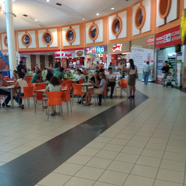Foto tirada no(a) Deepo Outlet Center por Safak Y. em 7/19/2013