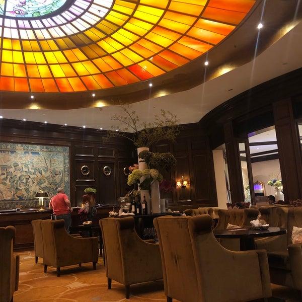 รูปภาพถ่ายที่ Hotel Vier Jahreszeiten Kempinski โดย 3houd .. เมื่อ 9/1/2019