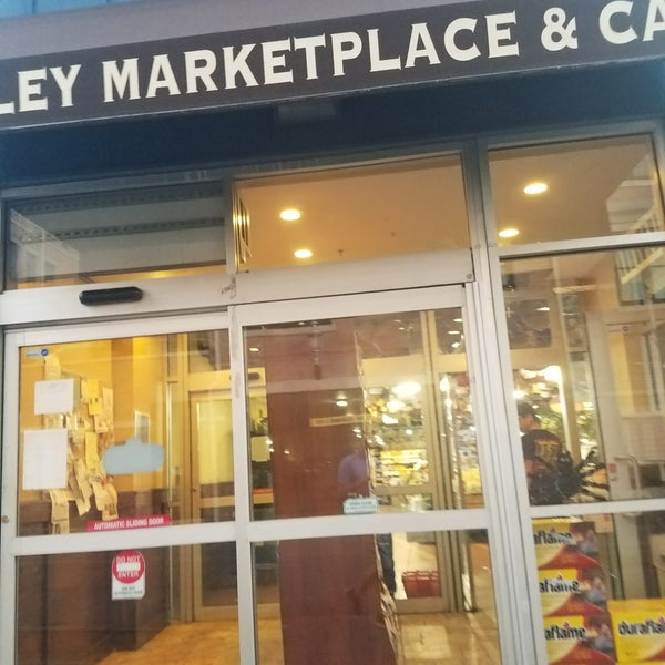 Photo prise au Ashley Marketplace par Whelan M. le10/20/2017