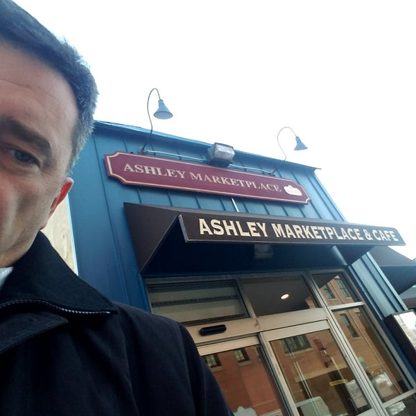 Photo prise au Ashley Marketplace par Whelan M. le1/19/2018