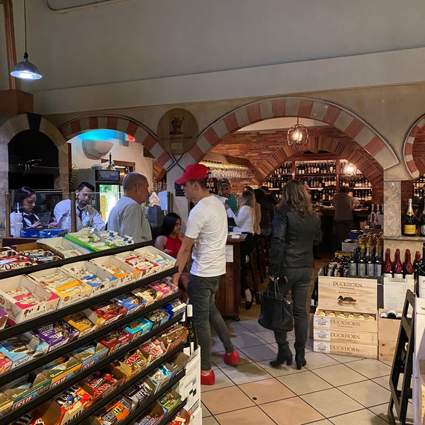 Foto tirada no(a) El Carajo Tapas and Wine por Sophie E. em 2/29/2020