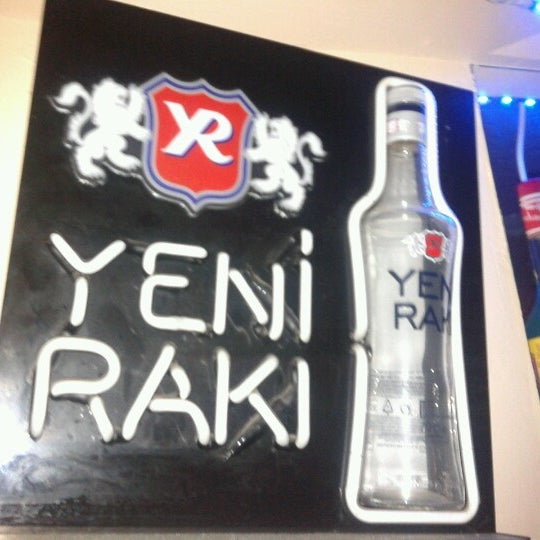 Foto tirada no(a) Deep Blue Bar por Mehmet B. em 2/21/2013
