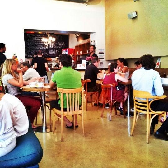 Foto tirada no(a) Mark's Deli & Coffee House por Beto S. em 1/10/2013