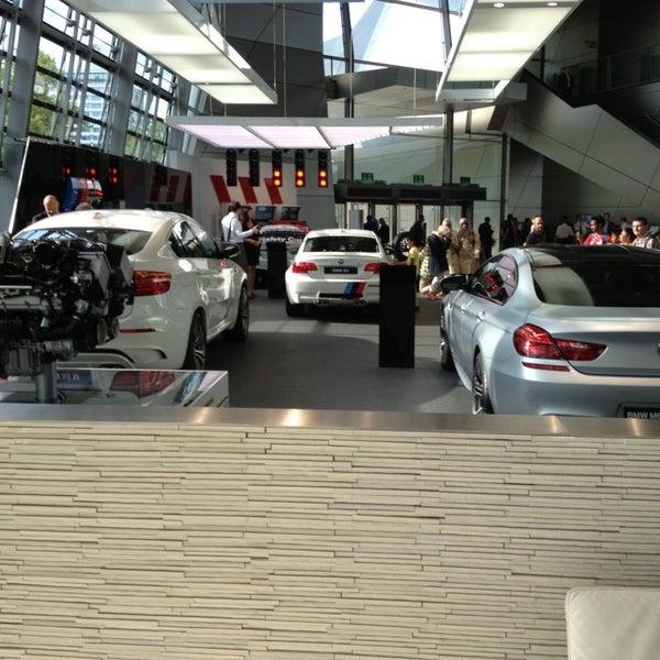 Foto tirada no(a) BMW Welt por Alperen Ş. em 7/4/2013