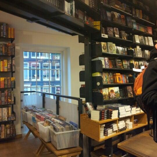 Foto tirada no(a) The American Book Center por Bérangère B. em 11/1/2012