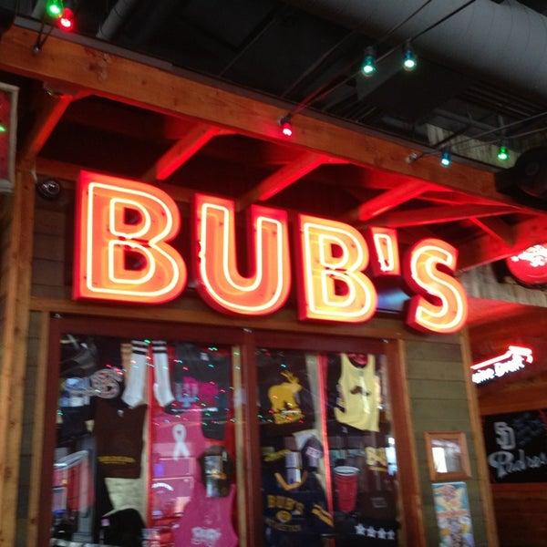 รูปภาพถ่ายที่ Bub's at the Ballpark โดย Rynda L. เมื่อ 2/23/2013