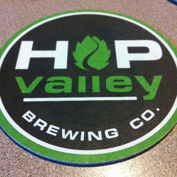 รูปภาพถ่ายที่ Hop Valley Brewing Co. โดย ceej เมื่อ 2/10/2013