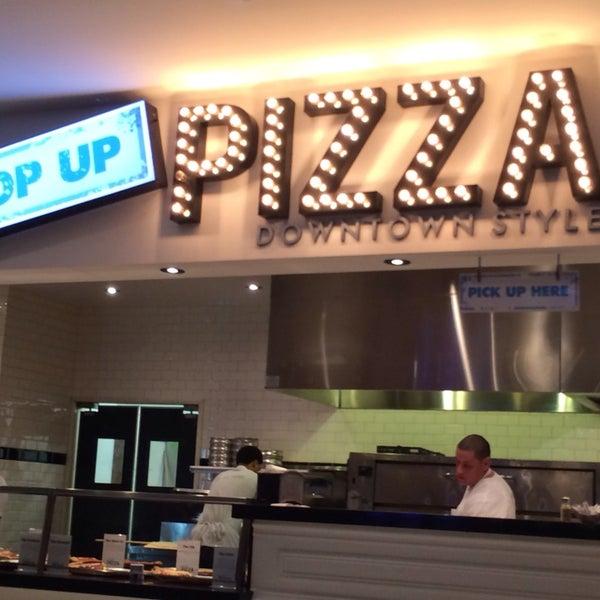 Снимок сделан в Pop Up Pizza пользователем Kerry D. 11/21/2013