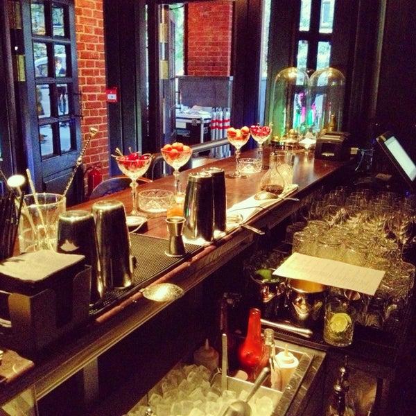 Foto tomada en FF Restaurant & Bar por Egor S. el 6/14/2013