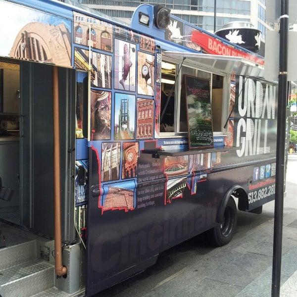 Foto tomada en Urban Grill Food Truck por Zeb A. el 6/12/2013