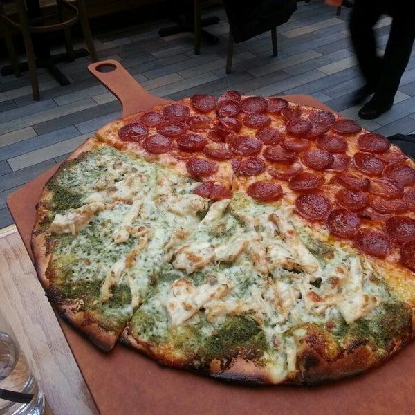 Das Foto wurde bei Matchbox Vintage Pizza Bistro von Funfun H. am 3/6/2013 aufgenommen