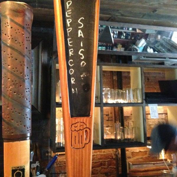 Das Foto wurde bei Alphabet City Beer Co. von Matthew S. am 6/15/2013 aufgenommen